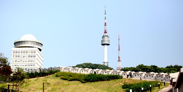 남산타워 전경 사진입니다.