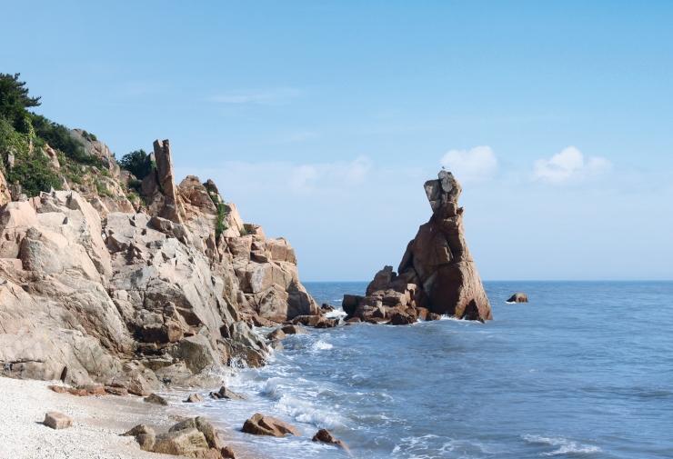 선녀바위 해변의 선녀기암이 보이는 전경 사진 이미지입니다.