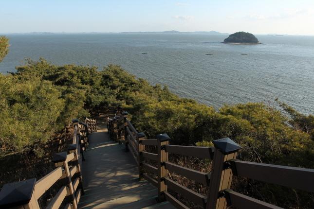 소무의도 무의바다누리길 계단길 위에서 바라본 바다풍경 사진 이미지입니다.