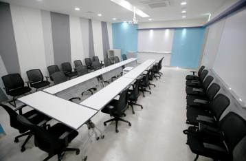 AREX-4 회의실 실내 사진 이미지입니다.