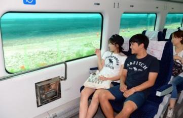 직통열차 내 미팅사진 이미지입니다.