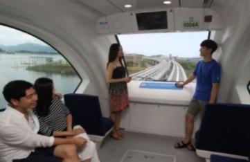 자기부상열차 내 미팅사진 이미지입니다.