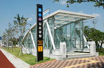 김포공항역 3번출구 사진입니다.