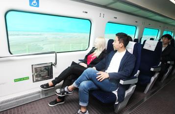 직통열차의 편안한 좌석을 이용하고 있는 사진입니다.