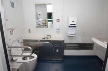 공항철도 4호차 객실 내 화장실 사진입니다.