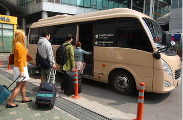 Use shuttle buses of affiliated hotels for free